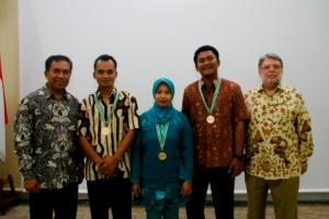 Dr. Arief Sadiman, Sunarto (saya), MTT Sulses (wakil dari Amir Mallarangan), W Gora S, Micheal Calvano